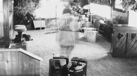 Elvis ghost caught on Graceland security camera - YouTube