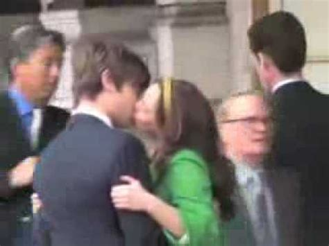"""OMFG Chuck and Blair: Filming the Kiss - 2x25 """"The Curious"""