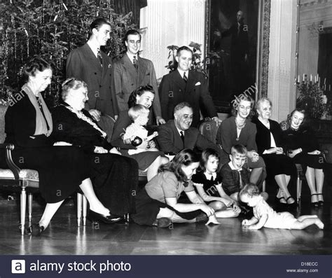 Franklin Roosevelt's Christmas family photo at the White