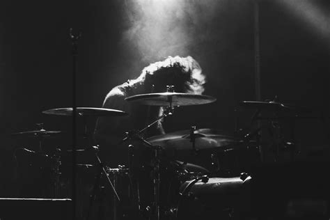 7 Easy Songs To Play On Drums Today (For All Musical Tastes)