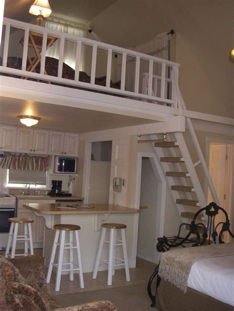 The Victorian Inn - Cozy Guest Cottage House - Great for